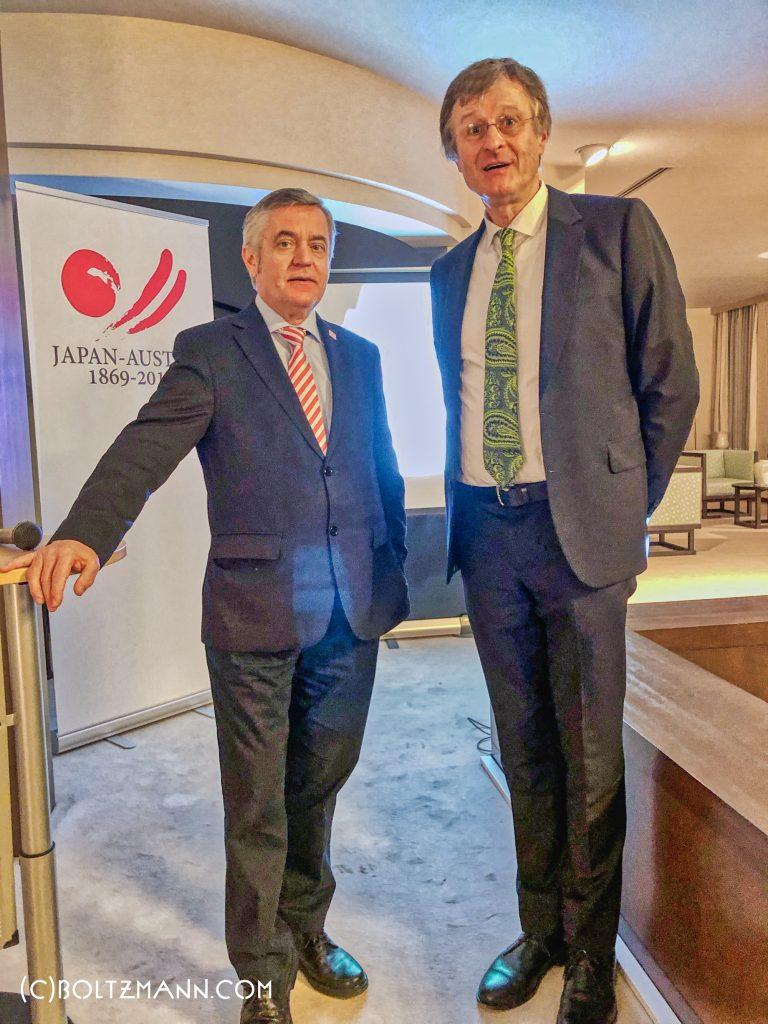 2019年の第11回ルートヴィッヒ・ボルツマン・フォーラム。駐日オーストリア大使、フーベルト・ハイッス(左)、ファーソル・ゲルハルト(右)